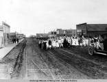 Decoration Day parade on 5th Ave., Anchorage, Alaska, May 30, [19]17.