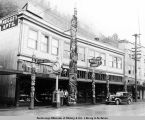 Juneau. Nugget Shop and five totem poles. 1938.